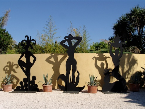 Szczesny shadow sculptures in the artist